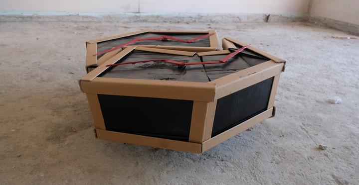 Sürek, 2019. Ahşap/Karton/Motor, y84 cm x g80 cm x d32 cm.