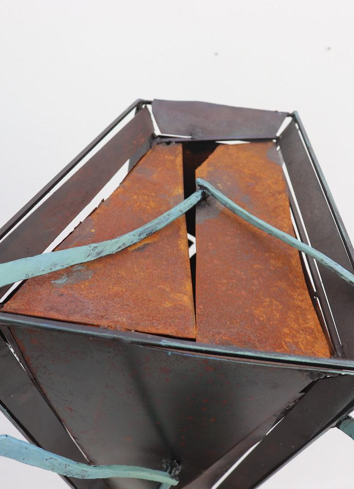 Eti Kemik Geçe, 2019. Metal, y145cm x g75 cm x d60 cm.