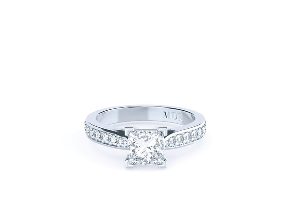 18ct White Gold Princess Cut Diamond Ring that oozes with Brilliance & Elegance