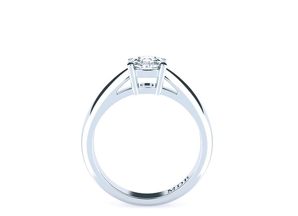 Breathtaking Solitaire set in 18ct White Gold with Cushion Cut Diamond