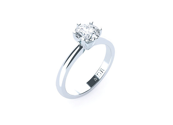 Tradional and Elegant 18ct White Gold Diamond Solitaire Ring