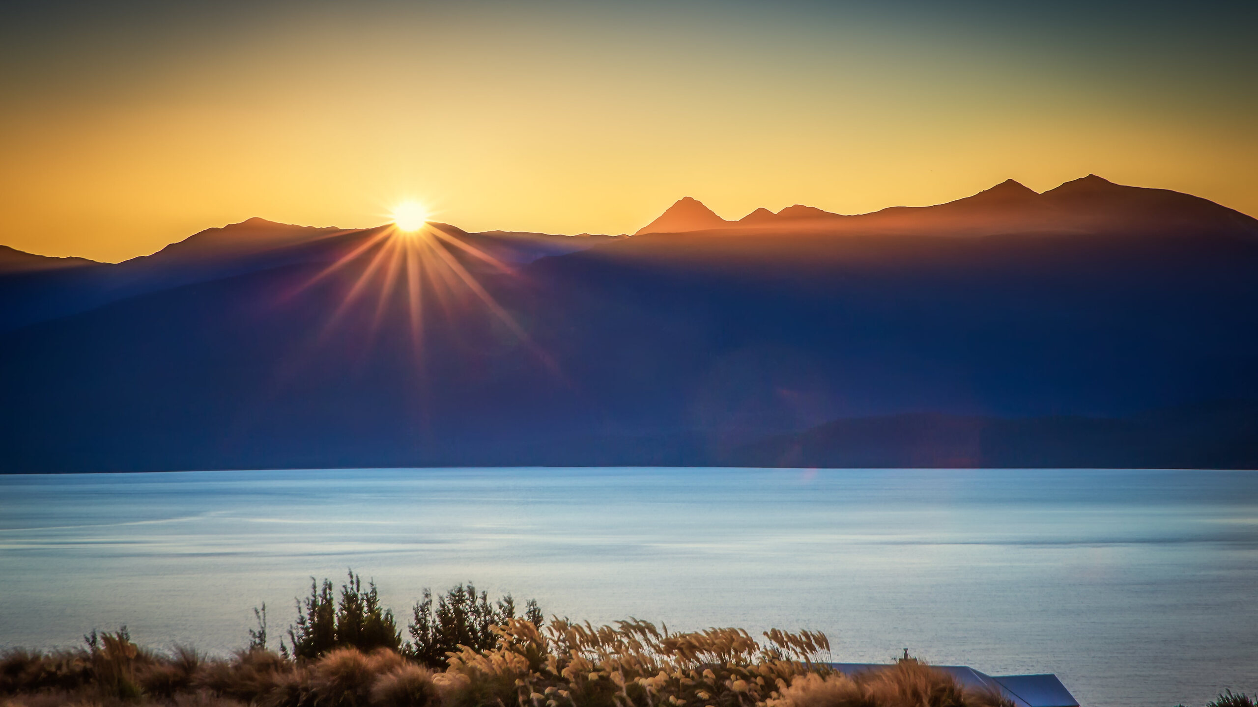 sun-burst-lake-te-anau
