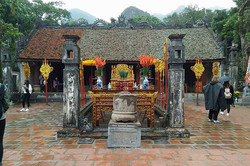Temple-of-king-Le-Dai-Hanh