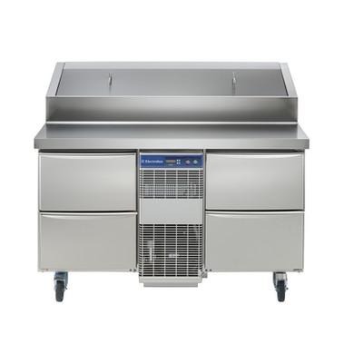 Especificações Elétrico Tensão de alimentação: 230 V / 1 ph / 50 Hz Consumo de energia (min, padrão): 0 - 12,07 kW / h Dados de Refrigeração Potência do compressor: 3/4 hp Tipo de refrigerante: R404a Potência de refrigeração: 1684 W Peso do refrigerante: 535 g Temperatura de operação mín .: 2 ° C Temperatura de funcionamento máx .: 4 ° C Informação chave: Capacidade bruta: 291 lt Dimensões externas, Largura: 1274 mm Dimensões externas, Altura: 1122 mm Dimensões externas, profundidade: 856 mm Dimensões externas, Profundidade com portas abertas: 1110 mm Tipo de material externo: 304 AISI Tipo de material interno: 304 AISI Material dos painéis laterais internos: 304 AISI N ° de gavetas: 4x1 / 2 Compressor Embutido e Unidade de Refrigeração