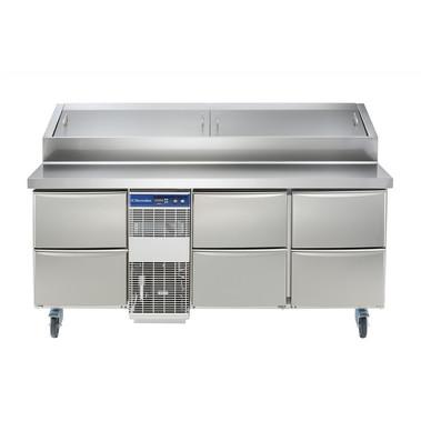 Especificações Elétrico Tensão de alimentação: 230 V / 1 ph / 50 Hz Consumo de energia (min, padrão): 0 - 12,26 kW / h Dados de Refrigeração Potência do compressor: 3/4 hp Tipo de refrigerante: R404a Potência de refrigeração: 1684 W Peso do refrigerante: 535 g Temperatura de operação mín .: 2 ° C Temperatura de funcionamento máx .: 4 ° C Informação chave: Capacidade bruta: 440 lt Dimensões externas, Largura: 1759 mm Dimensões externas, Altura: 1121 mm Dimensões externas, profundidade: 856 mm Dimensões externas, Profundidade com portas abertas: 1110 mm Tipo de material externo: 304 AISI Tipo de material interno: 304 AISI Material dos painéis laterais internos: 304 AISI N ° de gavetas: 6x1 / 2 Compressor Embutido e Unidade de Refrigeração