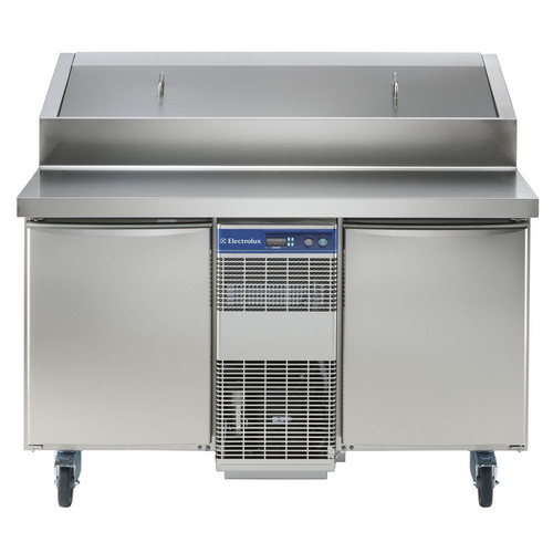 Especificações Elétrico Tensão de alimentação: 230 V / 1 ph / 50 Hz Consumo de energia (min, padrão): 0 - 12,07 kW / h Dados de Refrigeração Potência do compressor: 3/4 hp Tipo de refrigerante: R404a Potência de refrigeração: 1684 W Peso do refrigerante: 535 g Temperatura de operação mín .: 2 ° C Temperatura de funcionamento máx .: 4 ° C Informação chave: Capacidade bruta: 291 lt Dobradiças da porta: 1 esquerda + 1 direita Dimensões externas, Largura: 1274 mm Dimensões externas, Altura: 1122 mm Dimensões externas, profundidade: 856 mm Dimensões externas, Profundidade com portas abertas: 1110 mm Tipo de material externo: 304 AISI Tipo de material interno: 304 AISI Material dos painéis laterais internos: 304 AISI Compressor Embutido e Unidade de Refrigeração