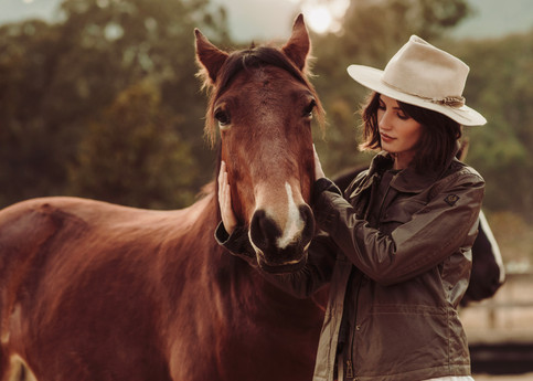 77-OO_WV_Lifestyle_Horses_Arena_Her_1771