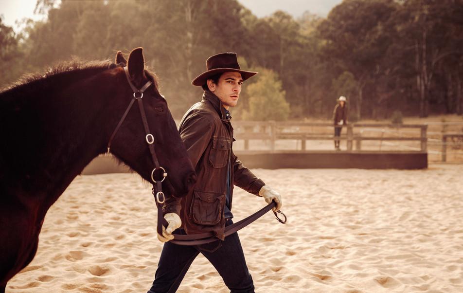 84-OO_WV_Lifestyle_Horses_Arena_Him_2418