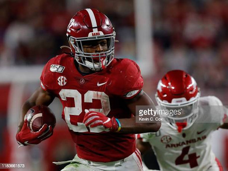 Najee Harris is reportedly unvaccinated currently; has to wear a yellow wristband at practice
