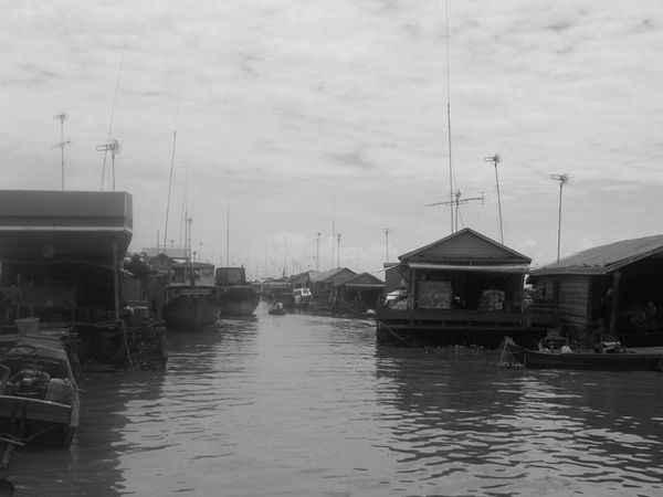1398621-The-floating-village-of-Kompong-