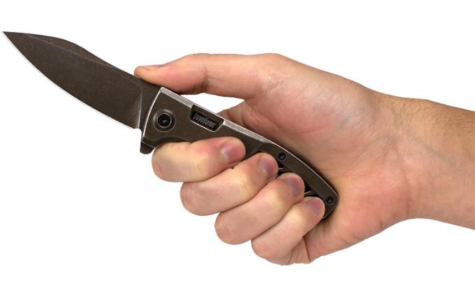 Нож Kershaw Boilermaker в руке