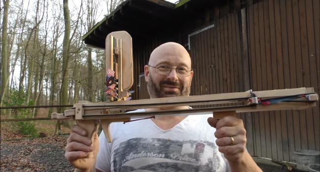 JoergSprave и самодельный метатель дротиков с магазином