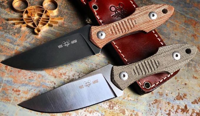 две версии ножа GiantMouse GMF3