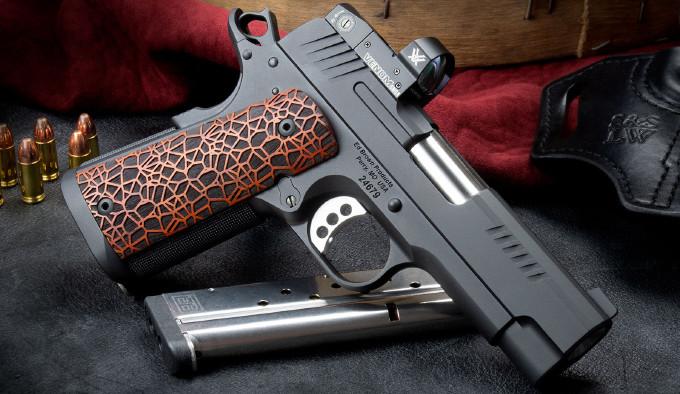 пистолет E9-LW справа