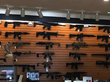 Что не надо делать в оружейном магазине