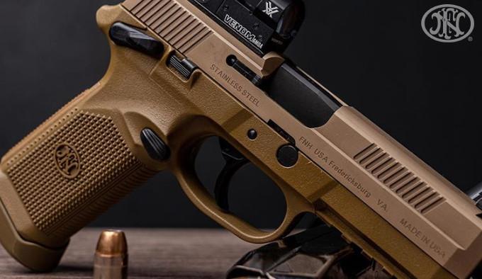 самозарядный тактический пистолет с коллиматорным прицелом