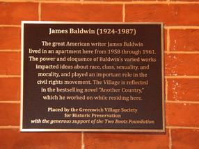 UNE PLAQUE HONORE JAMES BALDWIN A GREENWICH VILLAGE