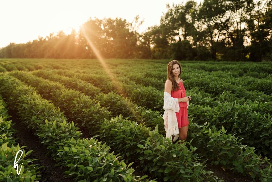 farm senior photo inspiration