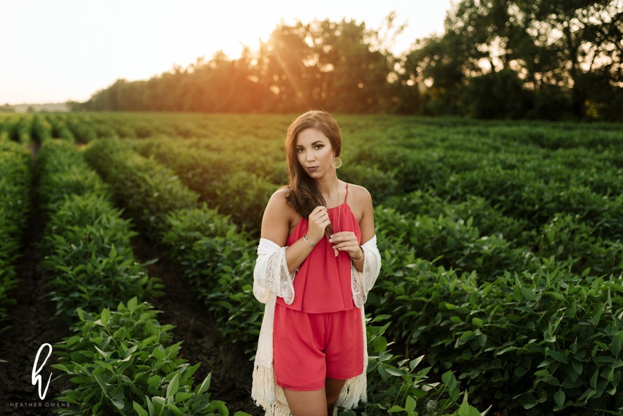 farm senior picture inspiration