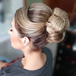 Penteado Coque Noiva Clássico - Penteados Leticia Rodrigues