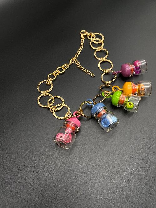 שרשרת בקבוקים צבעונית