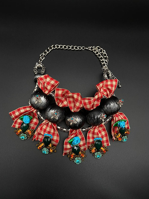 Necklace combined with large black beads