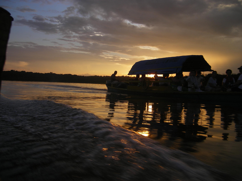 Atardecer en el río Javarí