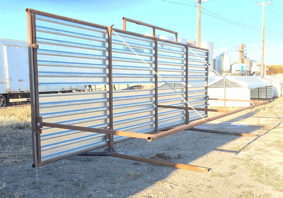 Promold Windbreak with Cattle Bar