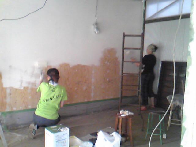 千住芸術村ギャラリー壁塗り