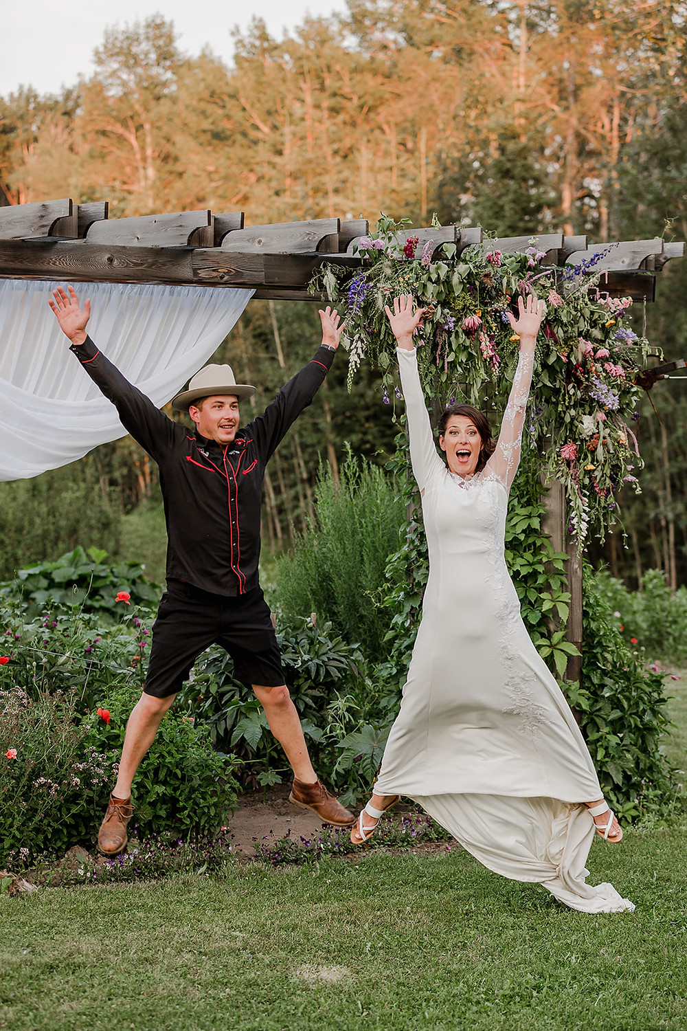 Bride and Brother, Happy Wedding Photos, Funny Family Photos
