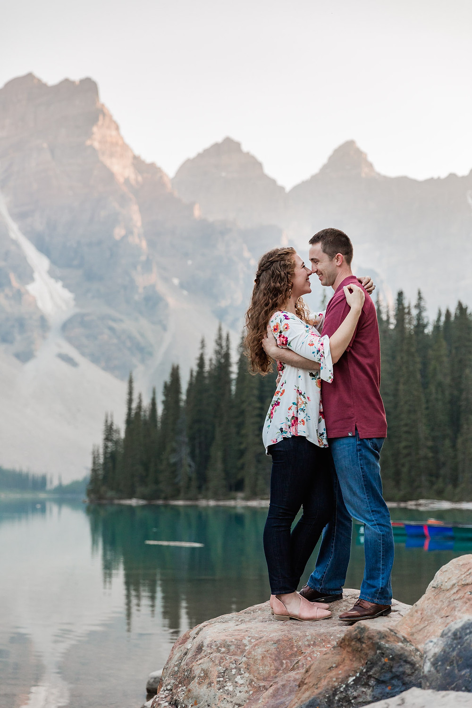 photos at moraine lake couple