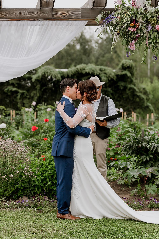 First Kiss, true loves first kiss, wedding kiss, wedding first kiss