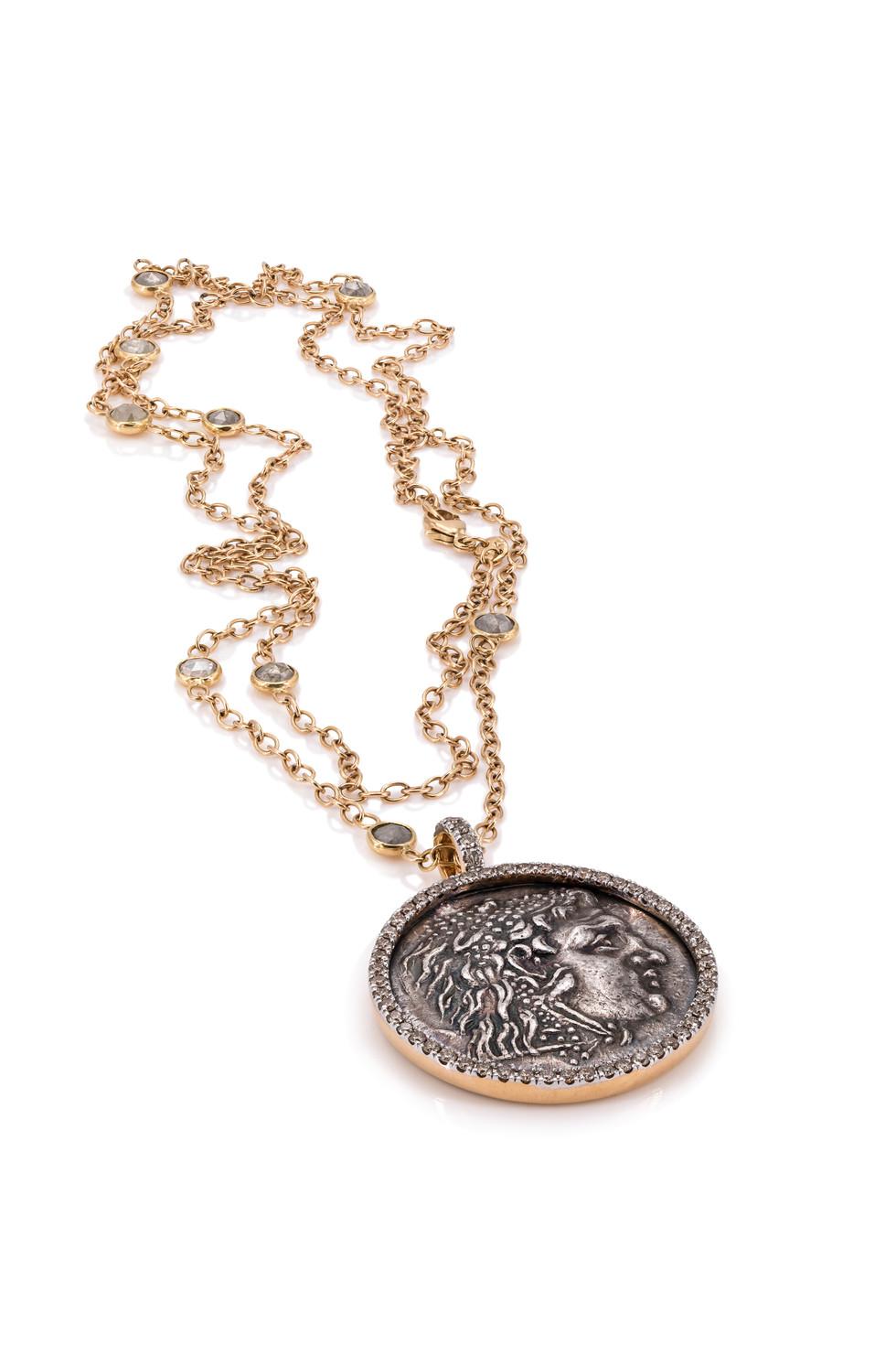 750 ROSÉGOLD ANHÄNGER HERAKLES | ZEUS  60 brillanten 1,23ct c2 antike griechische münze geprägt unter alexander III tetradrachme ca. 350 v-Chr.    Zeus ist das Oberhaupt der olympischen Götter und damit mächtiger als alle anderen griechischen Götter zusammen. Herakles ist sein Sohn, auch unter dem Namen Herkules bekannt für seine Stärke. Die Abbildung zeigt ihn mit dem Fell des Nemeischen Löwens, den er besiegt hat. Dieses Fell macht ihn nahezu unverwundbar.