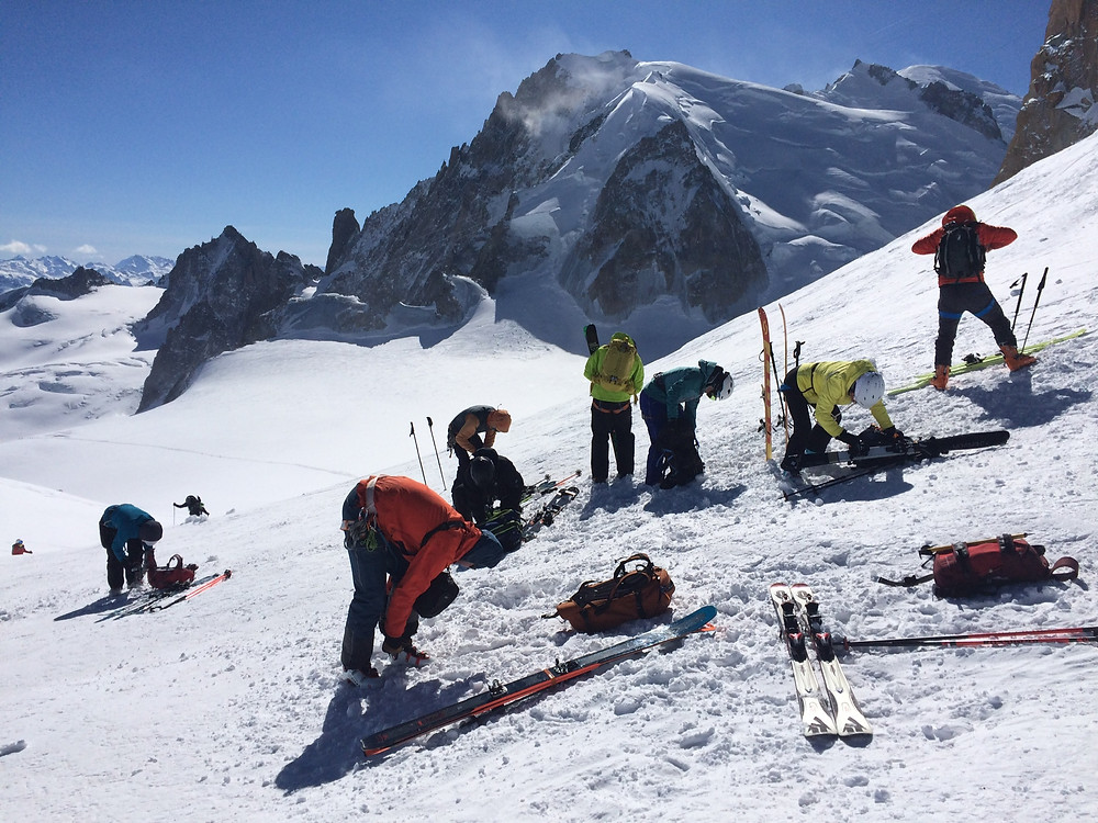 Skiers getting ready to descend the valley Blanche. Mont Blanc in the background