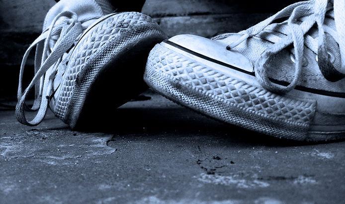 kissing_shoes_by_blackhopeless-e13513543
