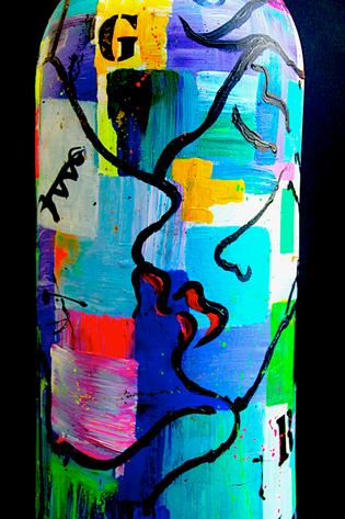 kiss vase art