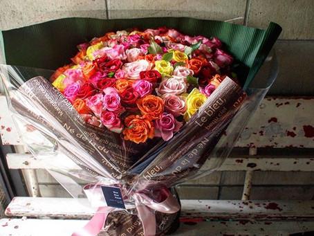プロポーズに108本のバラの花束
