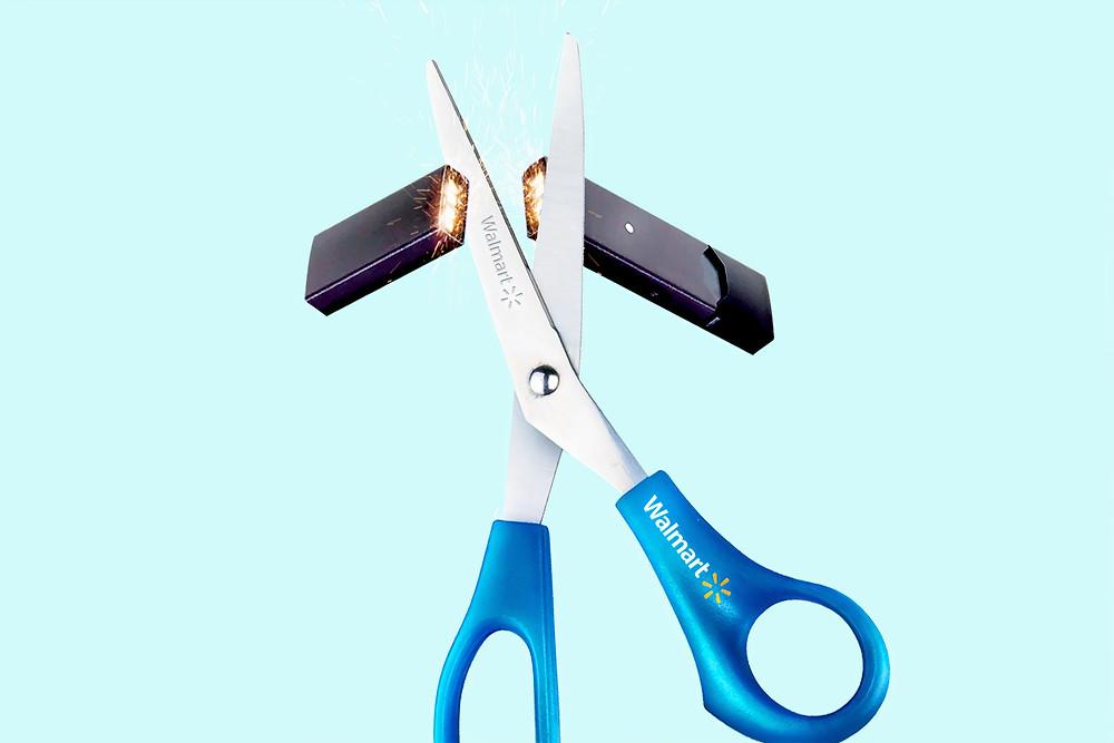 Tijera cortando un usb