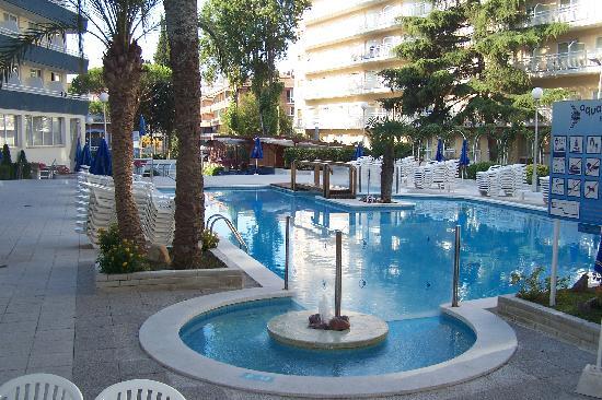 la-piscine-de-l-hotel.jpg