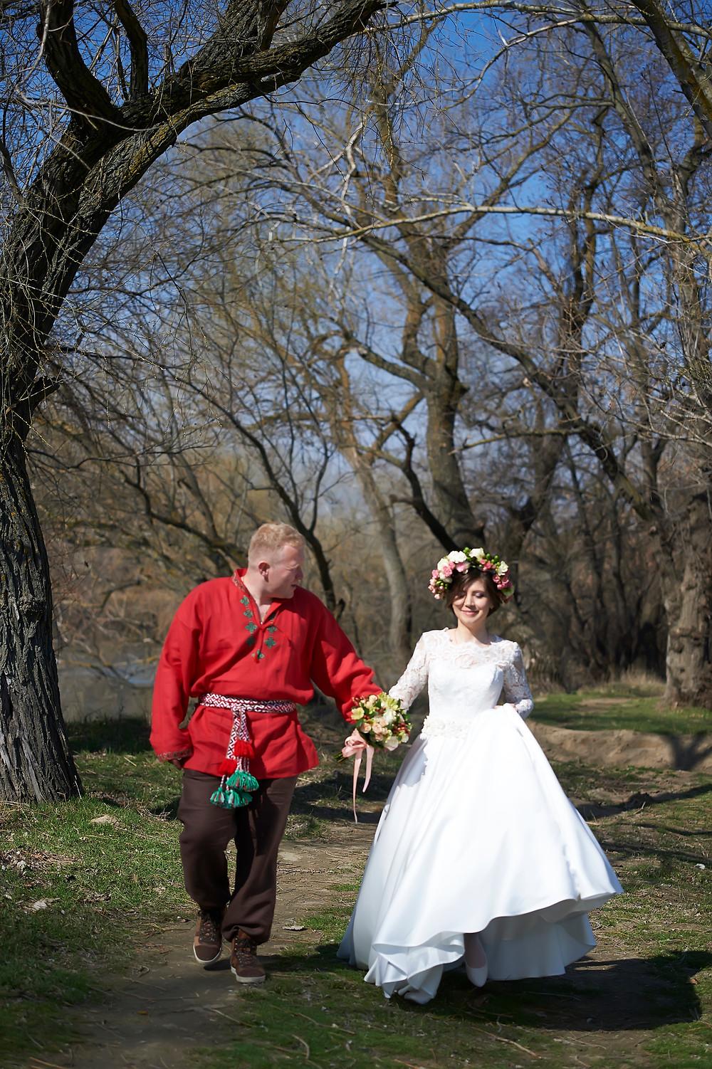 свадьба для двоих молодожены как праздновать в карантин прогулка  жених и невеста необычная фотосессия фотограф приднестровье фтотсъемка днестровск свадьба без гостей и банкета необычная свадьба в этническом стиле