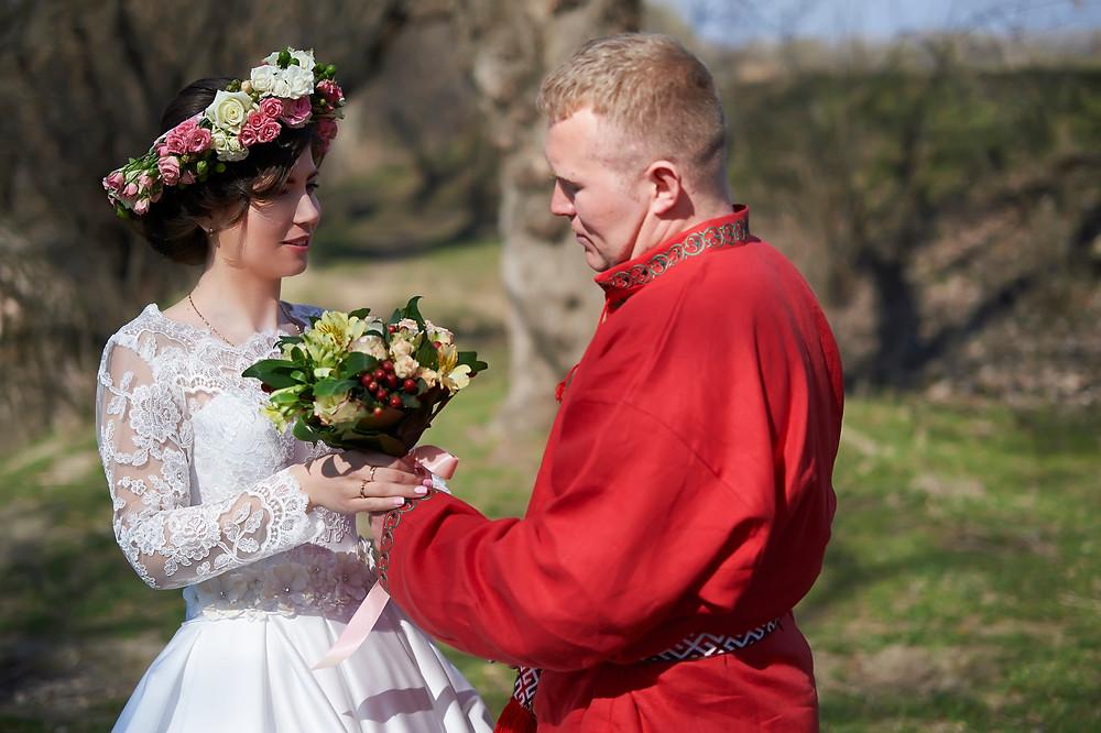 свадьба для двоих молодожены как праздновать в карантин прогулка  жених и невеста необычная фотосессия фотограф приднестровье фтотсъемка днестровск свадьба без гостей и банкета