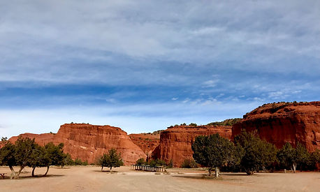 Red rocks on the way to Jemez.jpg