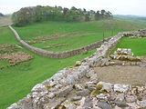 Housesteads_Roman_fort,_looking_east.jpg