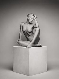 lilith-etch-studio-figure-nude-on-box-00
