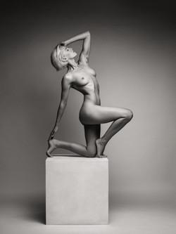 lilith-etch-studio-figure-nude-on-box-15
