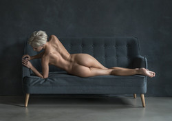 TH2018-2625 - Lounging_2048