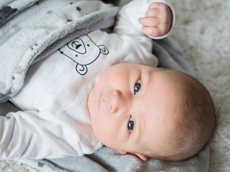 Newborn lifestyle reportage Fabian