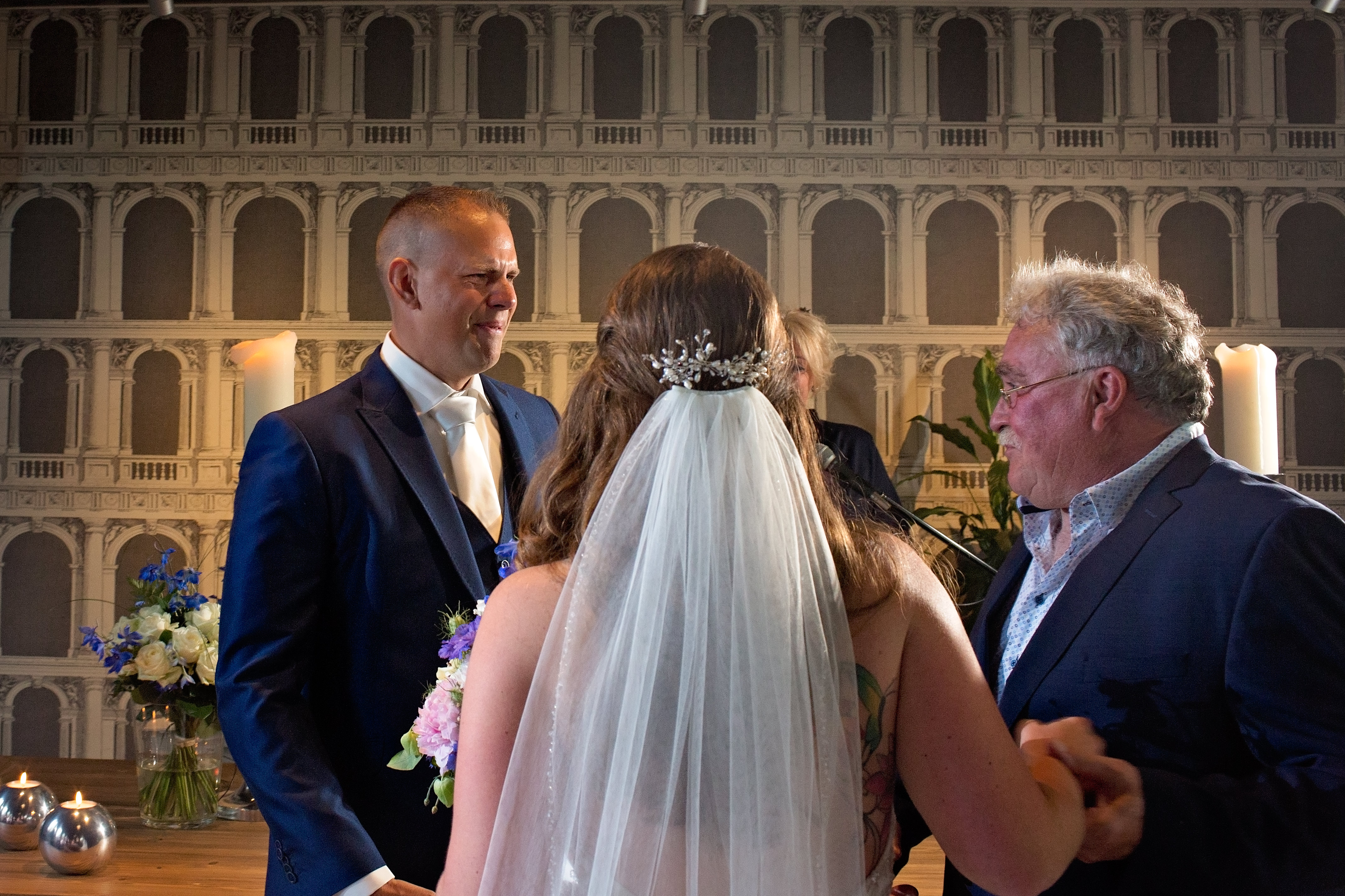 zo'n mooi moment bruidegom in tranen