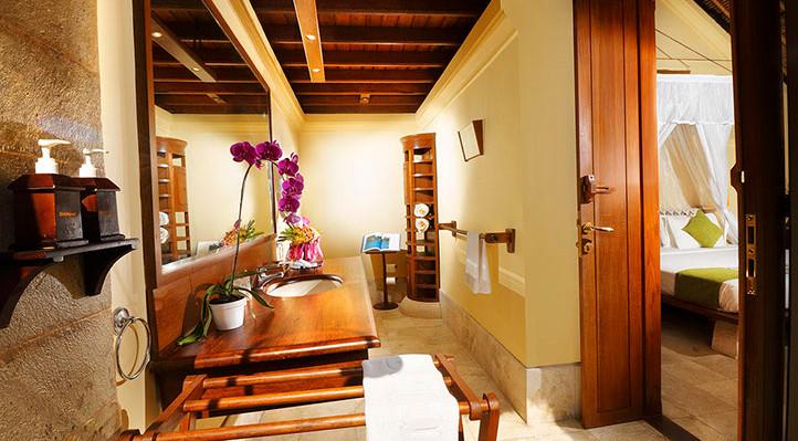 courtyard villa-bathroom menjangan resor