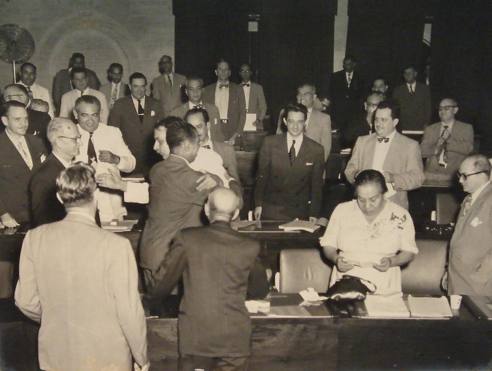 Miembros de la Asamblea Constituyente Foto tomada del libro El Estado Libre Asociado de Puerto Rico, lo que es y lo que no es.